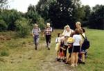 Eine Gruppe von Leuten die durch Schwanewede wandern©Einheitsgemeinde Schwanewede